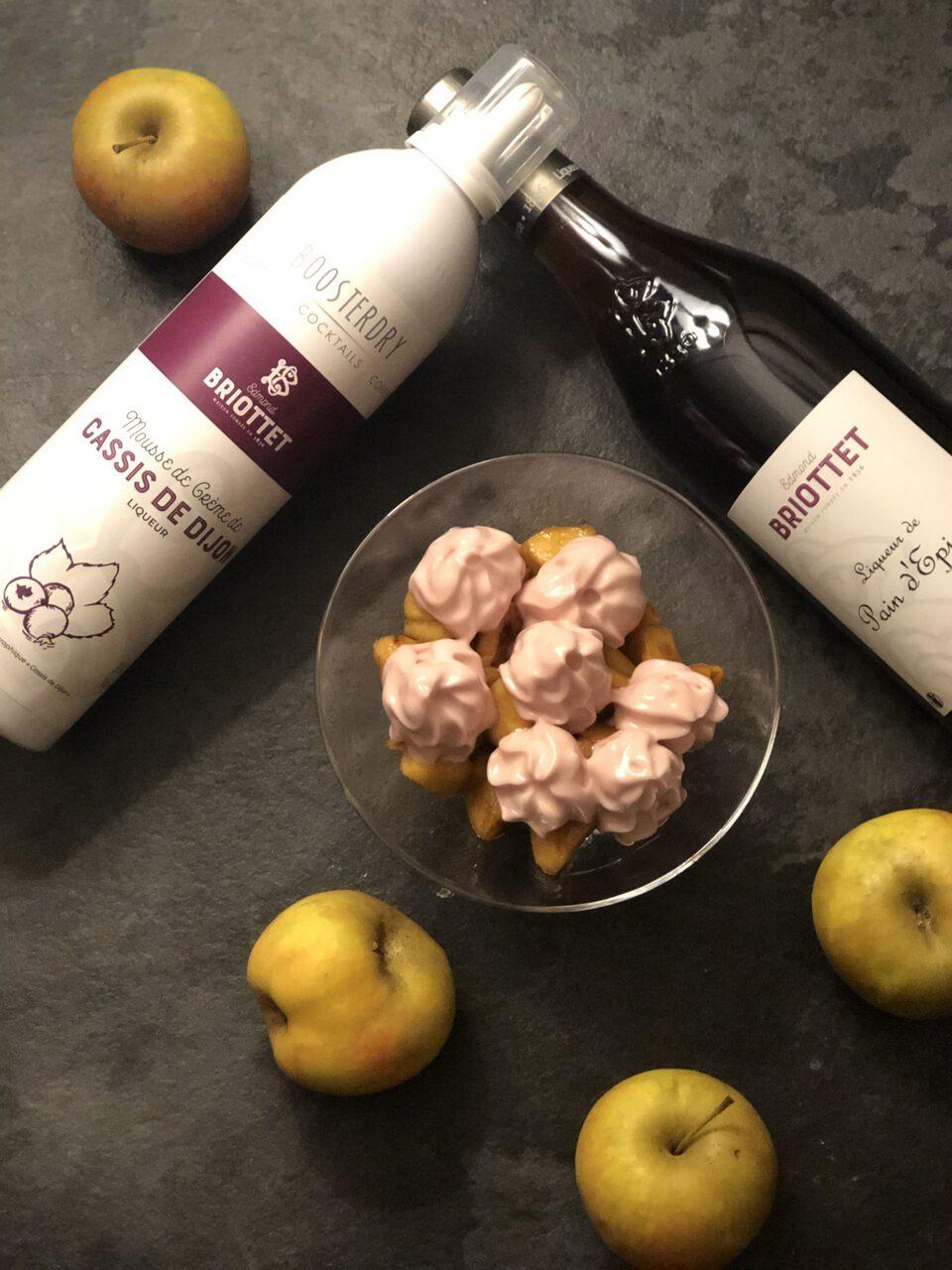 Pommes caramélisées Liqueur de Pain d'Epices et mousse de Crème de Cassis Briottet