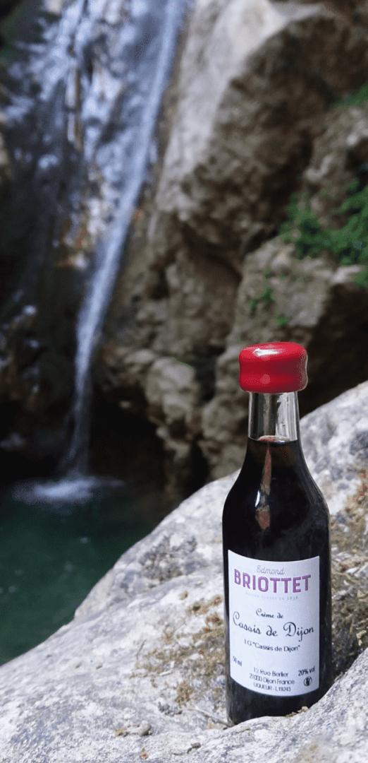 La Crème de Cassis de Dijon Briottet dans les cascades de Catafurco